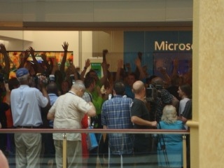 Microsoft's_Grand_Opening_at_Somerset_Mall_in_Troy_MI.jpg
